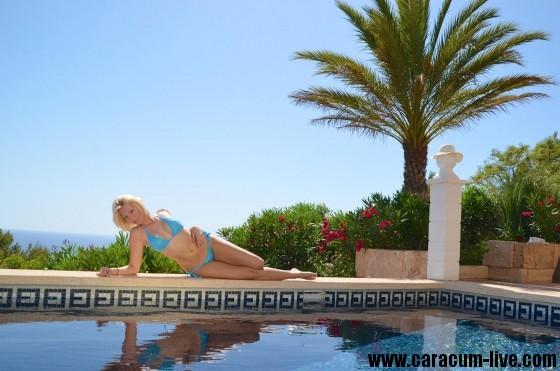 Mit CaraCum am Pool